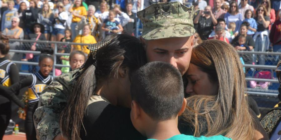 Military dad surprises family at homecoming game