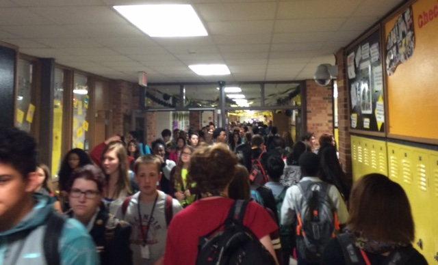As+the+amount+of+students+at+West+increases%2C+the+hallways+become+more+crowded%2C+causing+problems+for+students.+Photo+by+Anna+Eklund.+